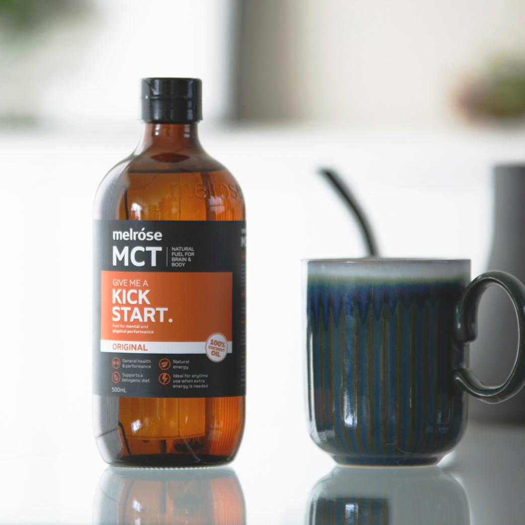 中鎖脂肪酸だけを集めたオイルが、「MCTオイル」。脂肪をエネルギーに素早く変えるオーガニックのMCTオイル|MELROSE KICKSTART(メルローズ キックスタート)