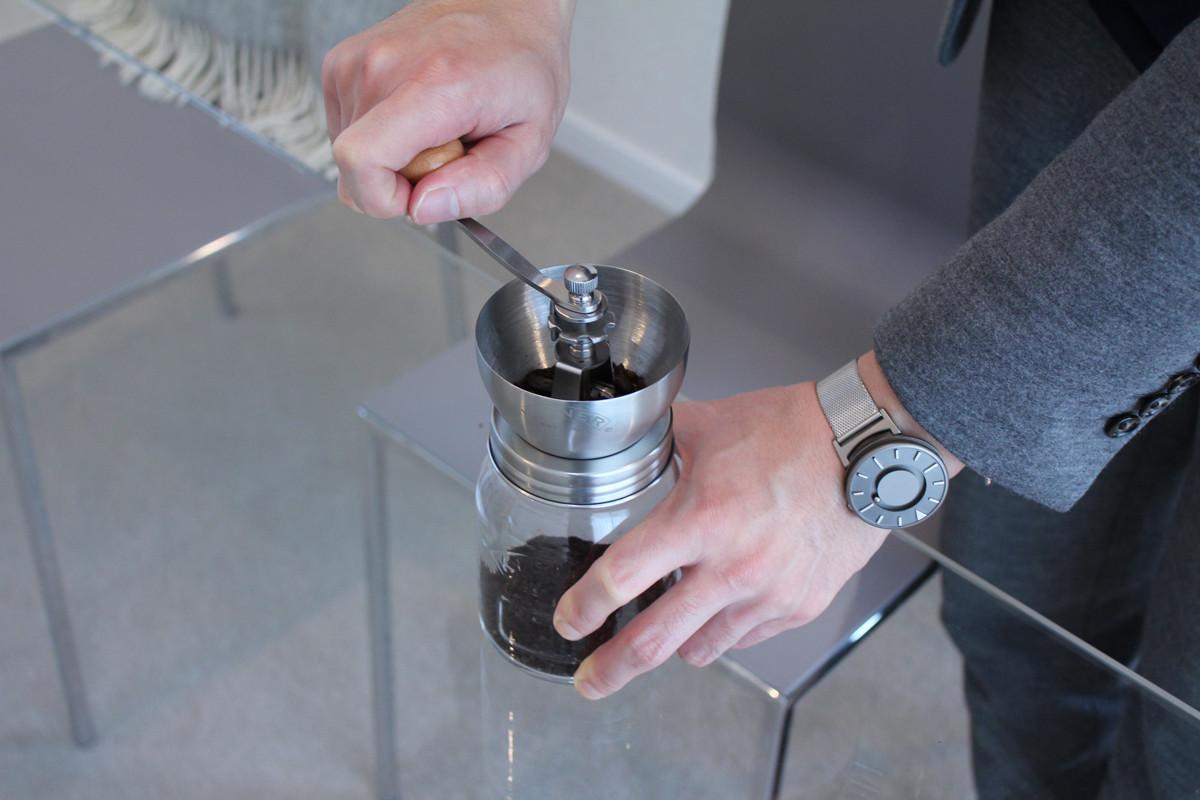 飲む直前で豆を挽くのが美味しい淹れ方、コーヒーグラインダー