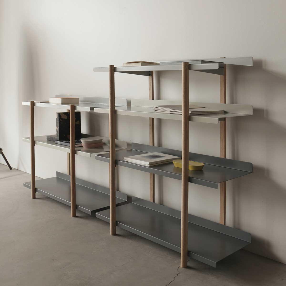 不思議なくらい絵になる、建築家がミリ単位で追求した造形美の家具。色違いの棚板を入れ替えるたびに、新鮮な空間づくりができる「シェルフ(棚)」DUENDE Marge Shelf(デュエンデ マージ シェルフ)
