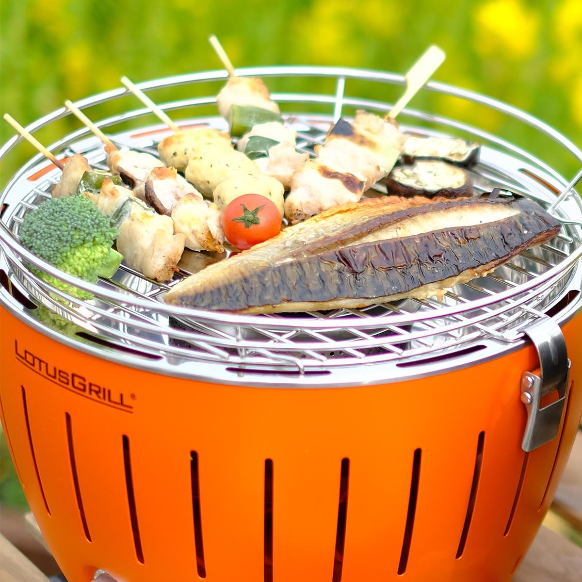 外はパリッ、中はふっくらと炭火ならではのおいしさ。大人の気楽なBBQができる「炭火焼グリル」(コンパクト・軽い、ミニ、スモールサイズ)|Lotus Grill