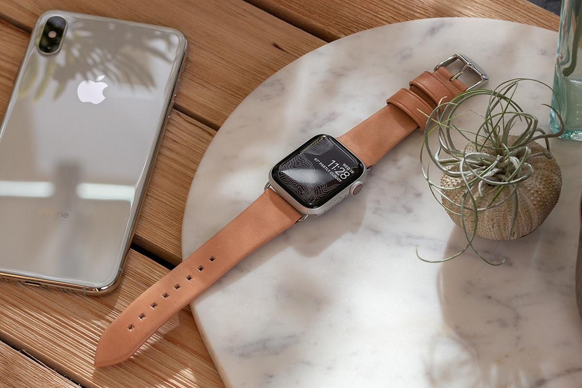 革好きにはたまらない憧れのブランドホーウィン社がなめしたヌメ革のApple Watchバンド・AirPodsケース|NOMAD