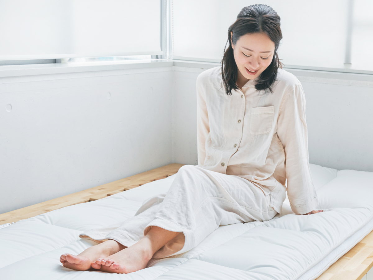 朝、目覚めると、腰が、肩が軽い!|整形外科医銅冶英雄(どうや・ひでお)先生が考案した、硬柔2層構造が、体のカーブを正しくキープしてくれる折りたたみ型の腰痛対策マットレス・ベッドパット|ドウヤメソッド