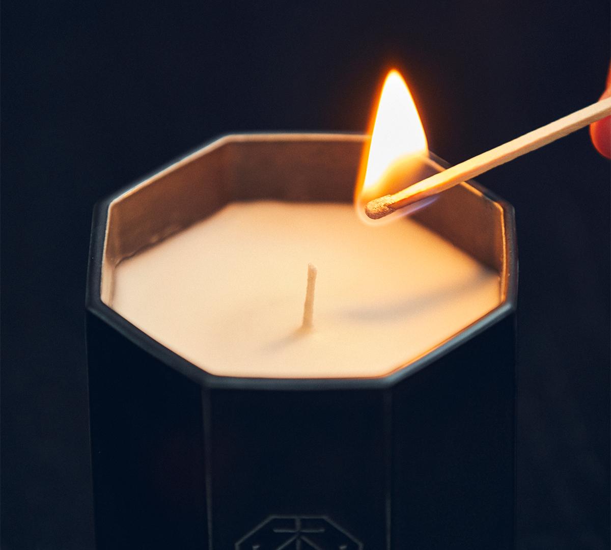 香り文化を広めた『日本香堂』のトップパフューマーによる創香。穏やかな炎と心地いいヒノキの香りで、ゆったり癒しの時間を-センティッドキャンドル-KITOWA(キトワ)