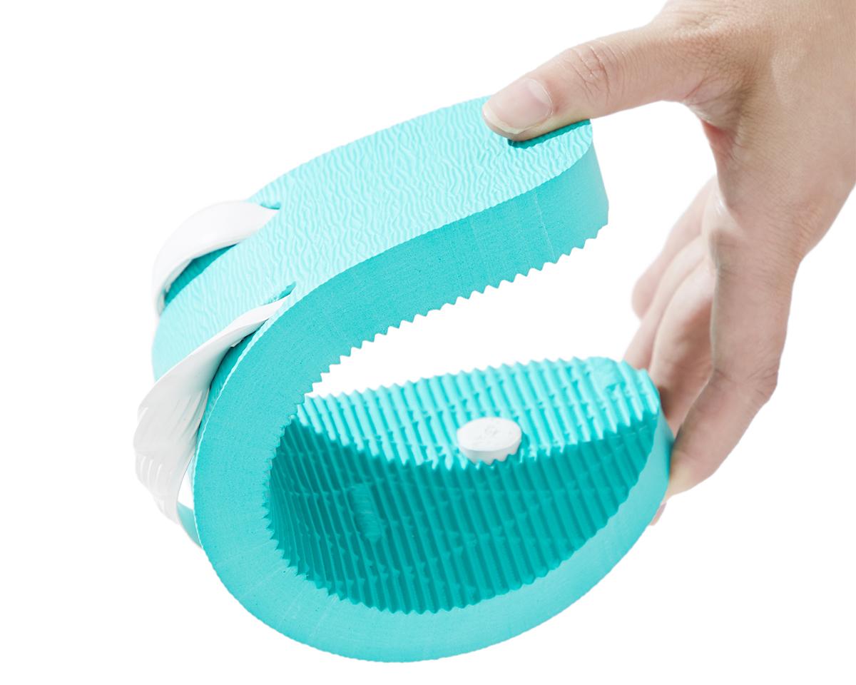 足当りのよいゴム素材|日本人の足型に沿った、歩きやすいビーチサンダル|九十九(つくも)サンダル