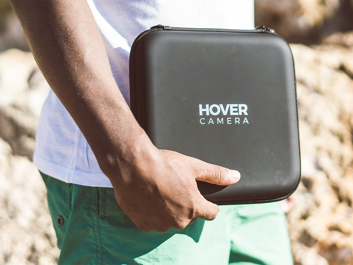 折りたたんで収納できるので、持ち運びも簡単。いつも持ち運べる、安全、操作簡単の「自動追尾撮影ドローン」 | HOVER CAMARA