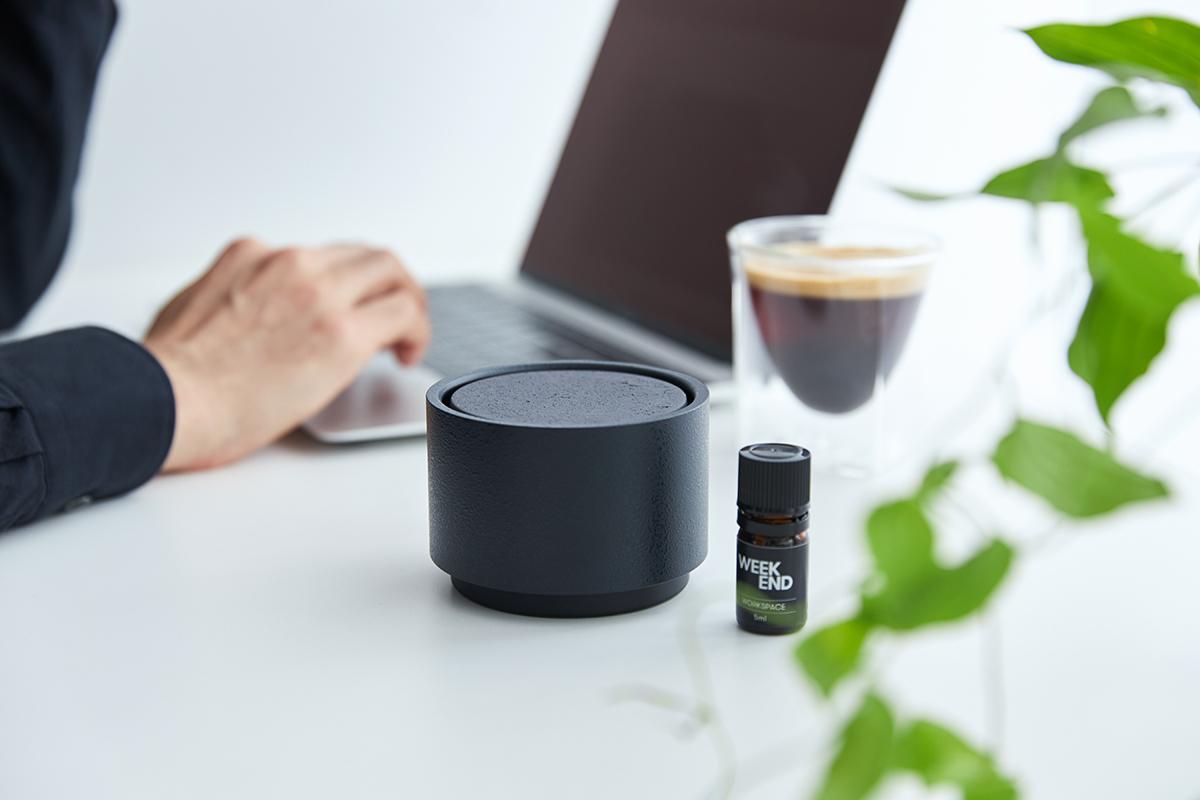 水や熱を使わないから、精油成分が変化することなく、ありのままの香りを楽しめる|ミニマムでおしゃれなデザイン家電。香炉のような静かな存在感の「アロマディフューザー」|WEEKEND(ウィークエンド)