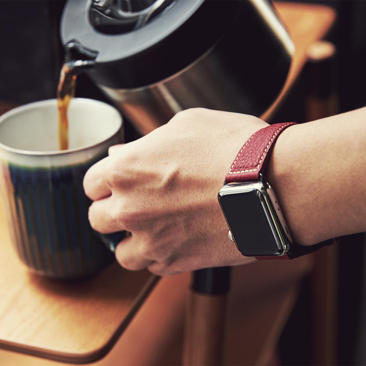 アクティブな大人の腕元を品よく引き立てる。仕事や会食、ハレの日に、Apple Watchで洗練された腕元を演出する「Apple Watchバンド」|EPONAS(エポナス)