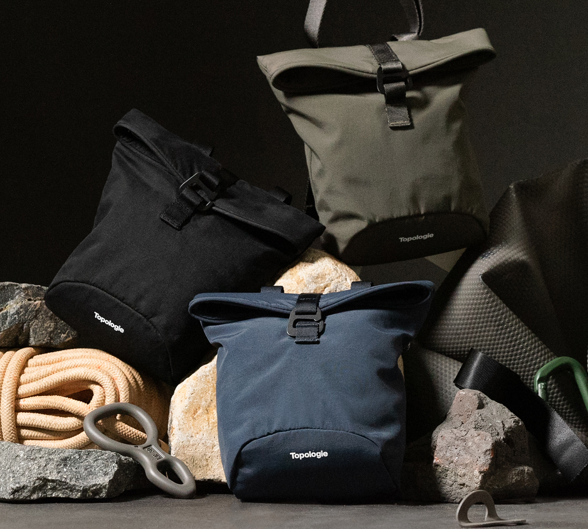 クライミング用の「チョークバッグ」から着想を得てつくられた、軽やかに動ける4WAYウエストバッグ | Topologie
