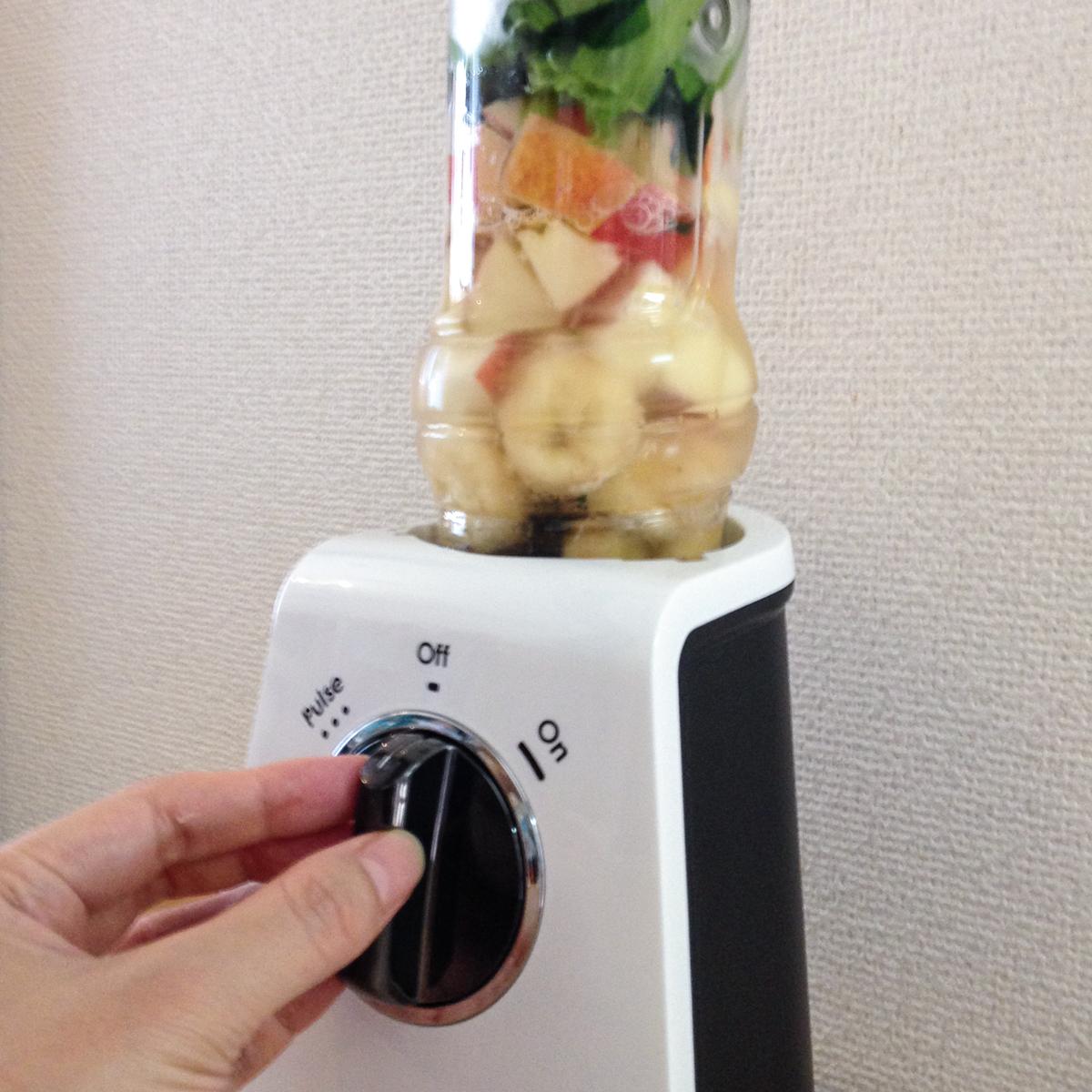 小松菜スムージー|氷も皮付き野菜も滑らかなスムージーに…パワフルな小型ブレンダー|ferrano