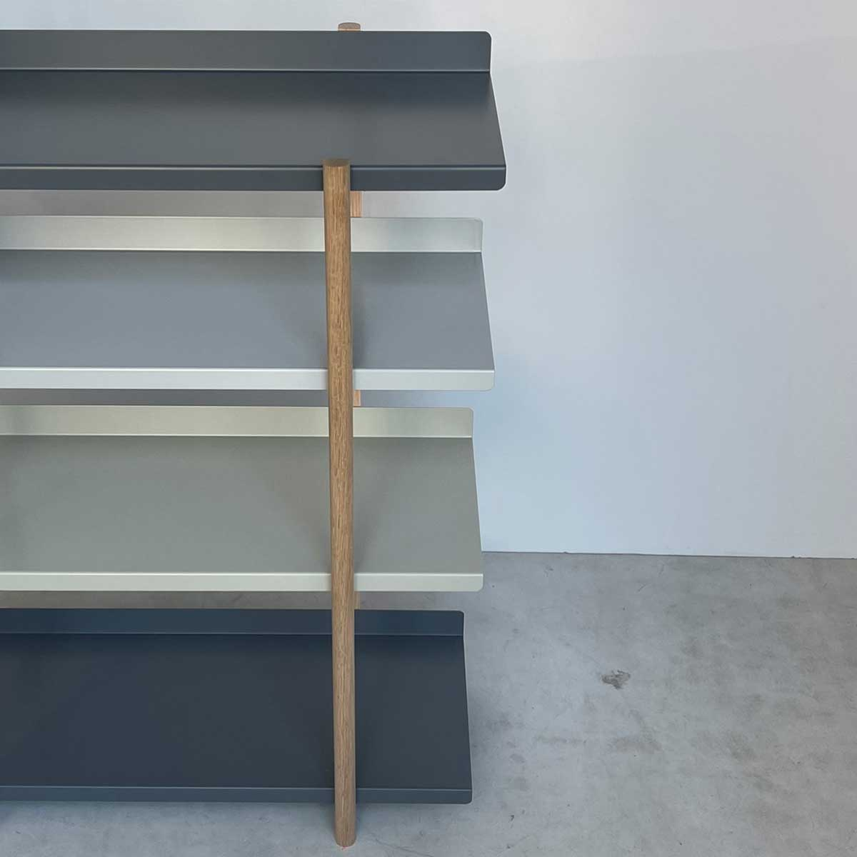 グラデーションカラーの棚板がめずらしい家具。色違いの棚板を入れ替えるたびに、新鮮な空間づくりができる「シェルフ(棚)」DUENDE Marge Shelf(デュエンデ マージ シェルフ)