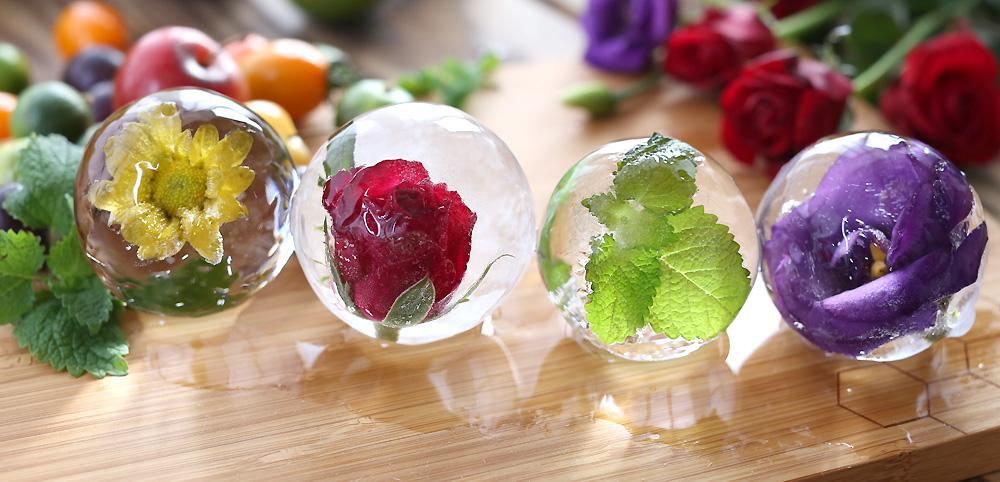 丸くて透明なおしゃれな氷でテーブルを飾るのも素敵|丸く透明な氷を作れる製氷機「Polar Ice」|食卓をもっとおしゃれに楽しく!おすすめのアイデア8選。毎日の食卓に取り入れて、家での食事を楽しもう