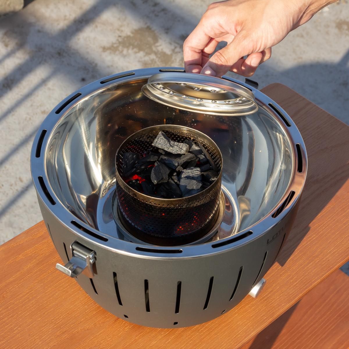 手順3|煙が少ない火力調節ファン付きロースターで、大人の気楽なBBQができる「炭火焼グリル」(一人キャンプ、ソロBBQに)|Lotus Grill