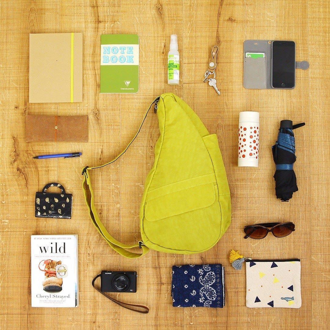 見た目以上の収納力を実現した、12のポケットを持つボディバッグ|Healthy Back Bag
