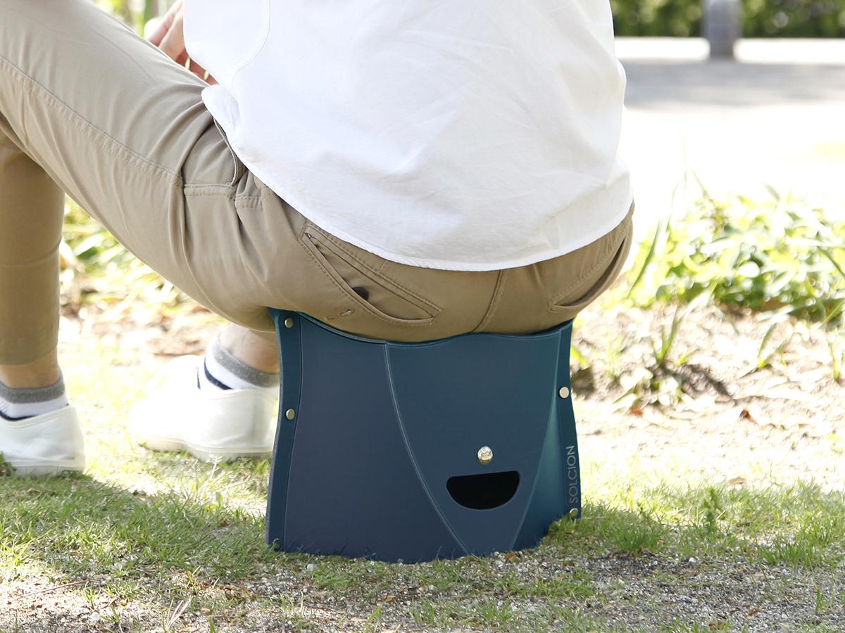 座り心地が良く、長時間座っても疲れにくい、薄さ3センチに畳めるイス|PATATTO