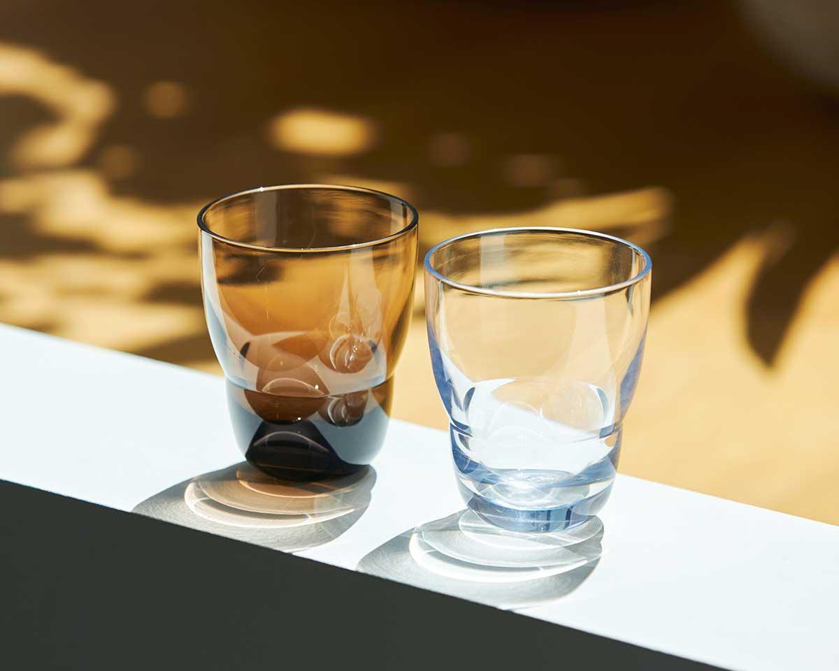 落とす影までみずみすしい『双円』のカラータンブラー。ずっと割れない保証付き、落としても割れない「樹脂製グラス」|双円(そうえん)