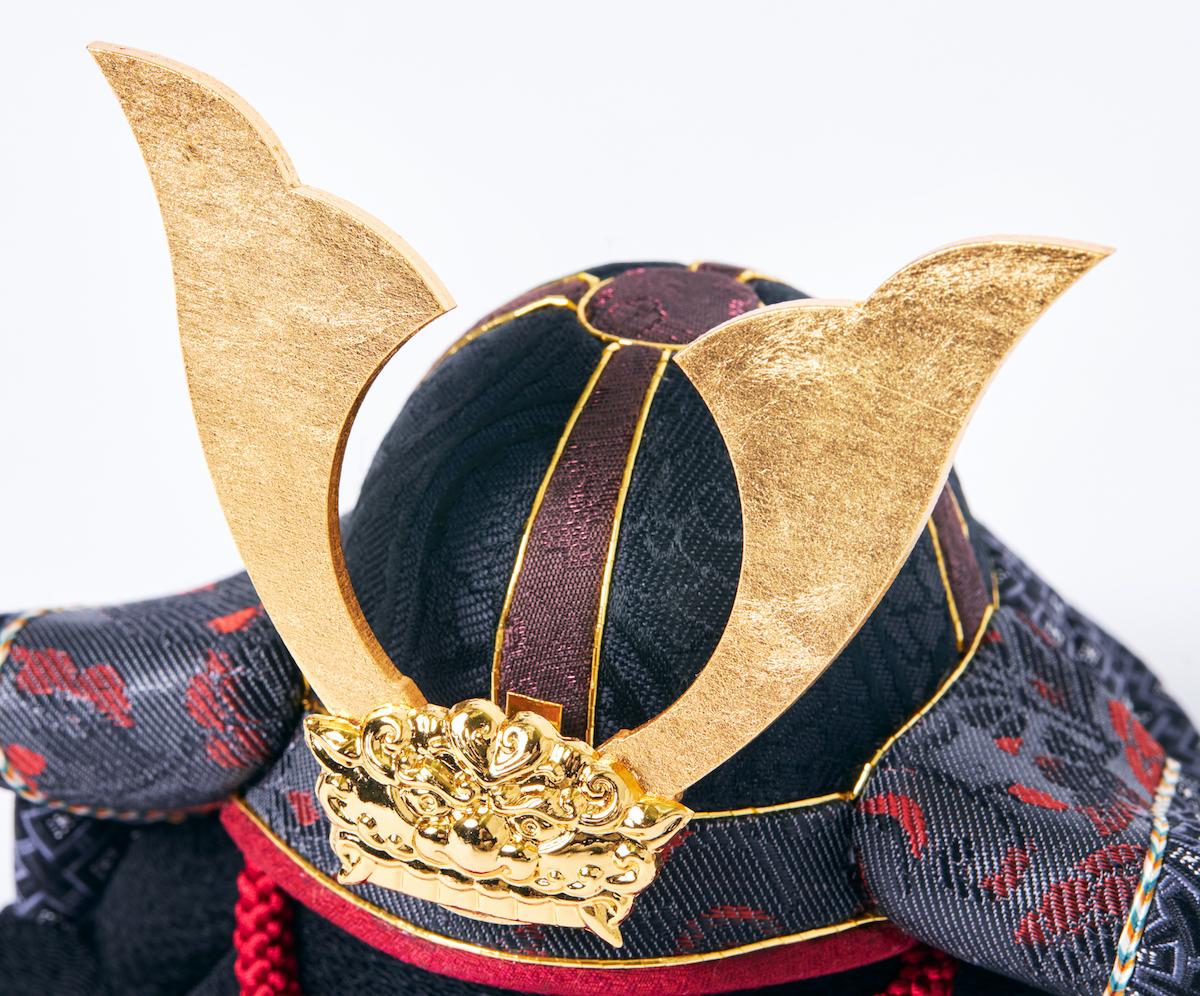 生地:京都西陣織の正絹|次世代に伝えていきたい最高峰の日本伝統技術を結集させ、コンパクト・モダンに。リビングや玄関に飾れる「プレミアム兜飾り・五月人形」