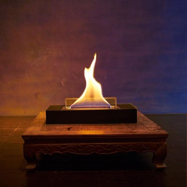 生きているオブジェのような存在感。「ヒュッゲ」を生む、安全な専用オイル使用で、煙が出ない、テーブルに置ける「焚き火」|LOVINFLAME