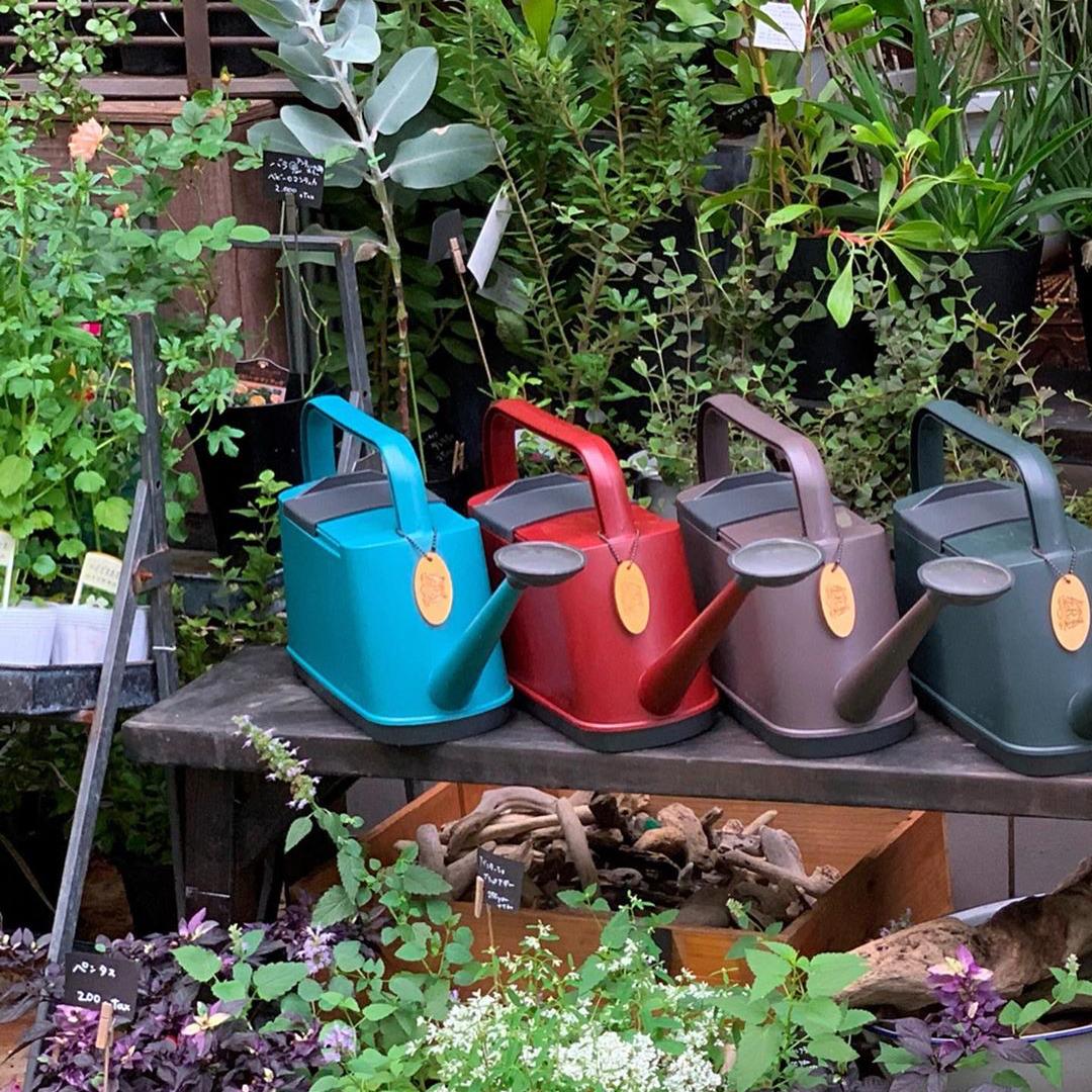 植物にやさしい、繊細な雨のような自然な水流のジョウロ|Royal Gardeners Club