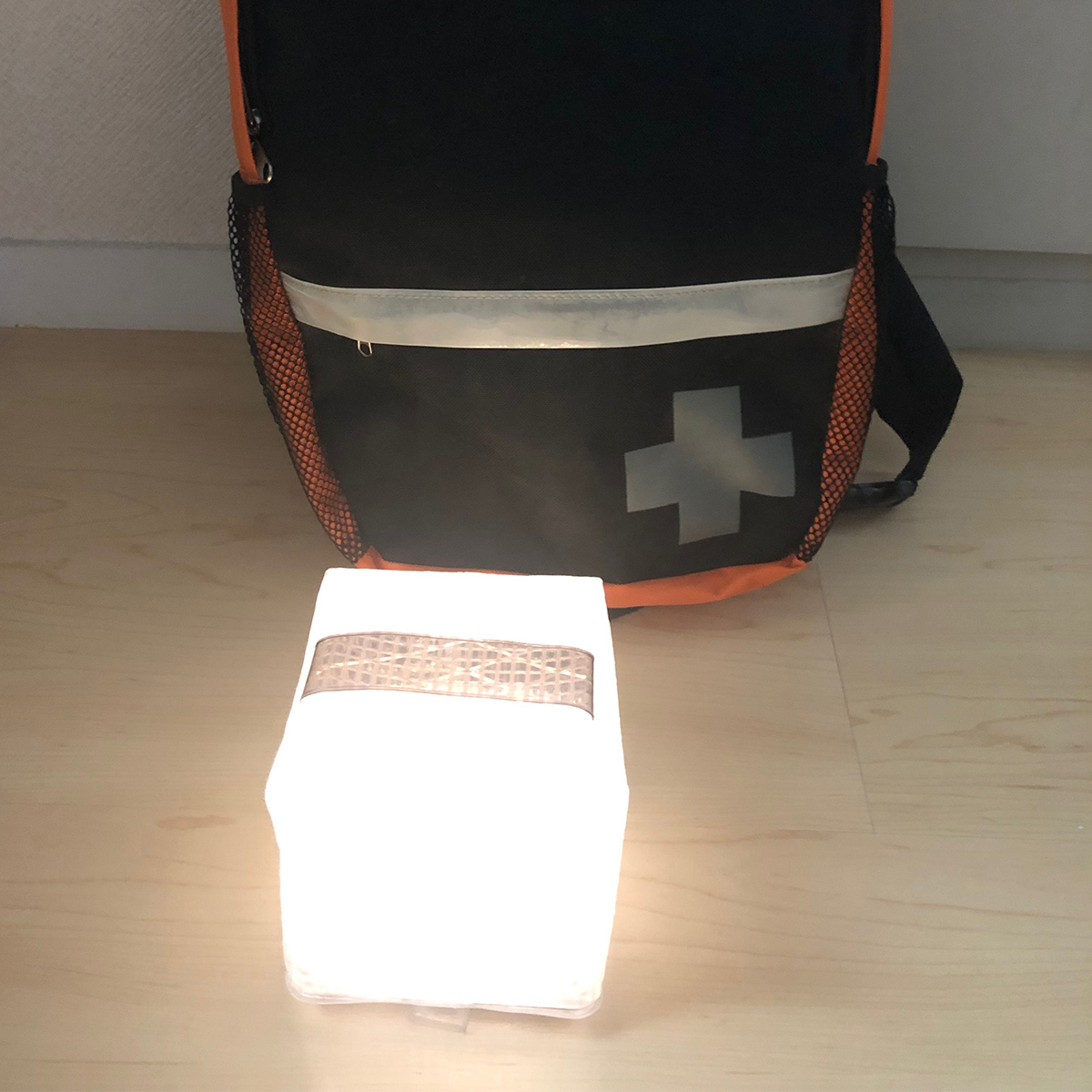 水にも強い携帯できるソーラー充電式の畳めるランタン型のライト|carry the sun(キャリー・ザ・サン)