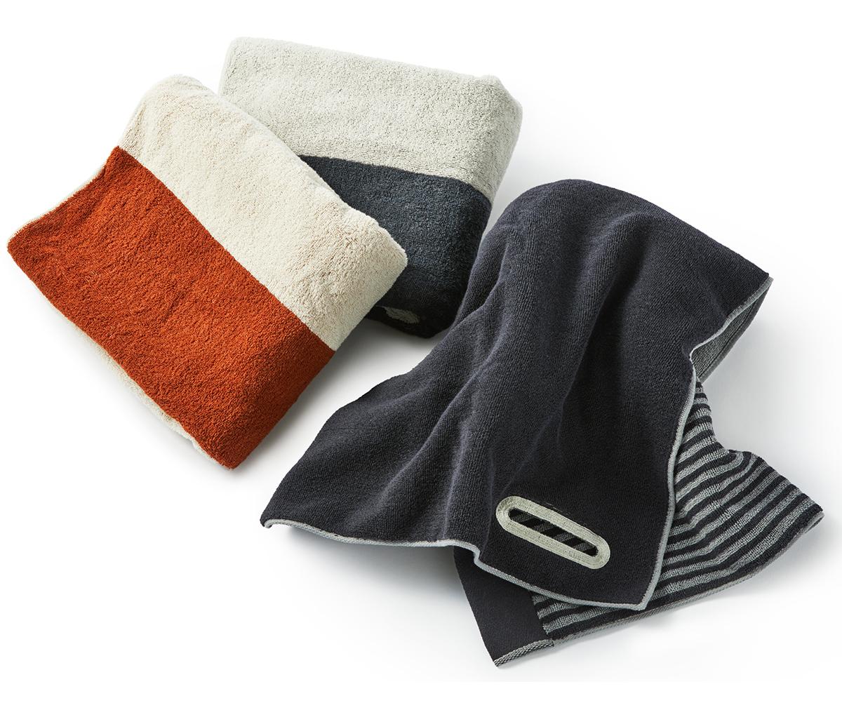 2本の原糸を撚った、耐久性の高い綿糸に、柔らかさにこだわった一広独自の「フルフィーコットン」をふっくら織り合せた軽い仕上がり。酸化チタンと銀の作用で、生乾き臭・汗臭の菌を分解する「タオル」|WARP