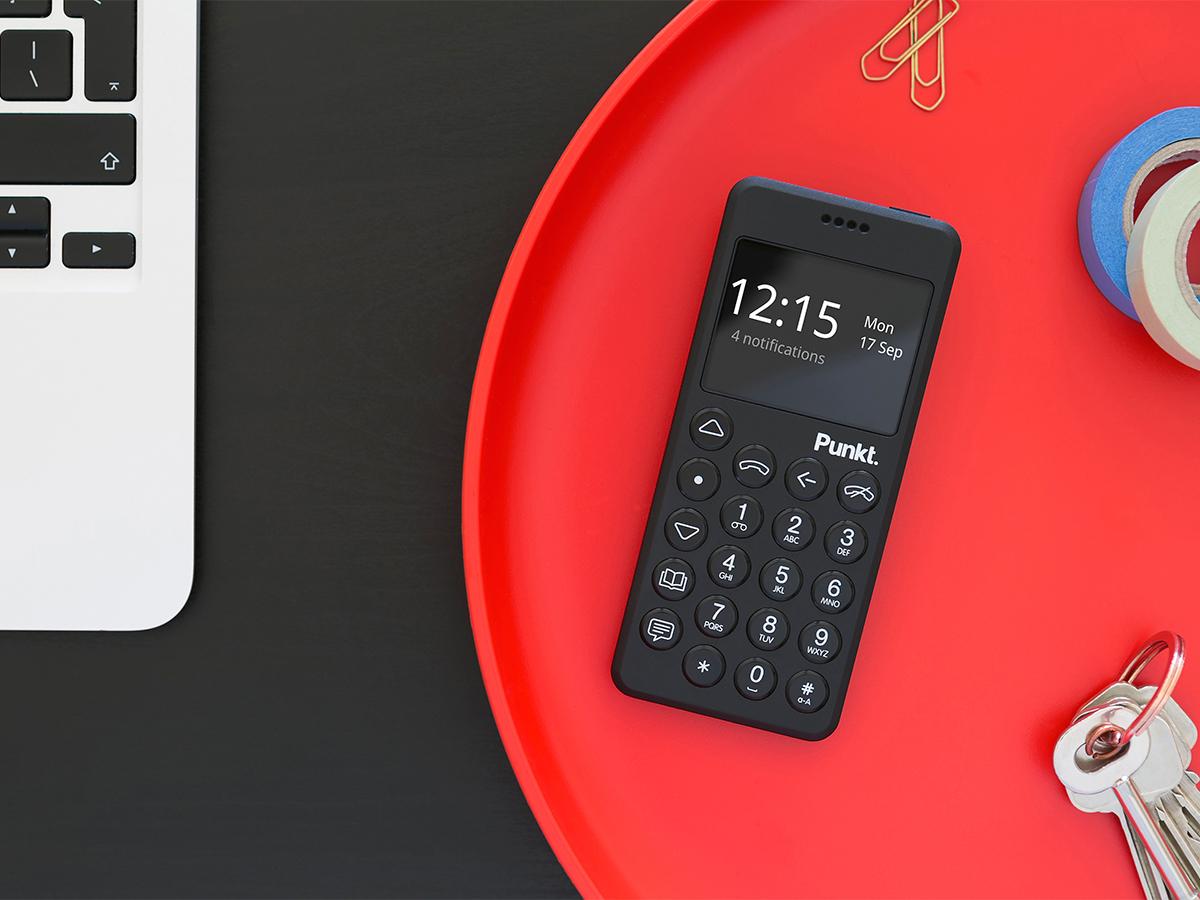 会議や食事の時間をジャマしない、通話とSMS機能をメインにした至極シンプルなデザインの携帯電話・ミニマムフォン|Punkt.(プンクト)
