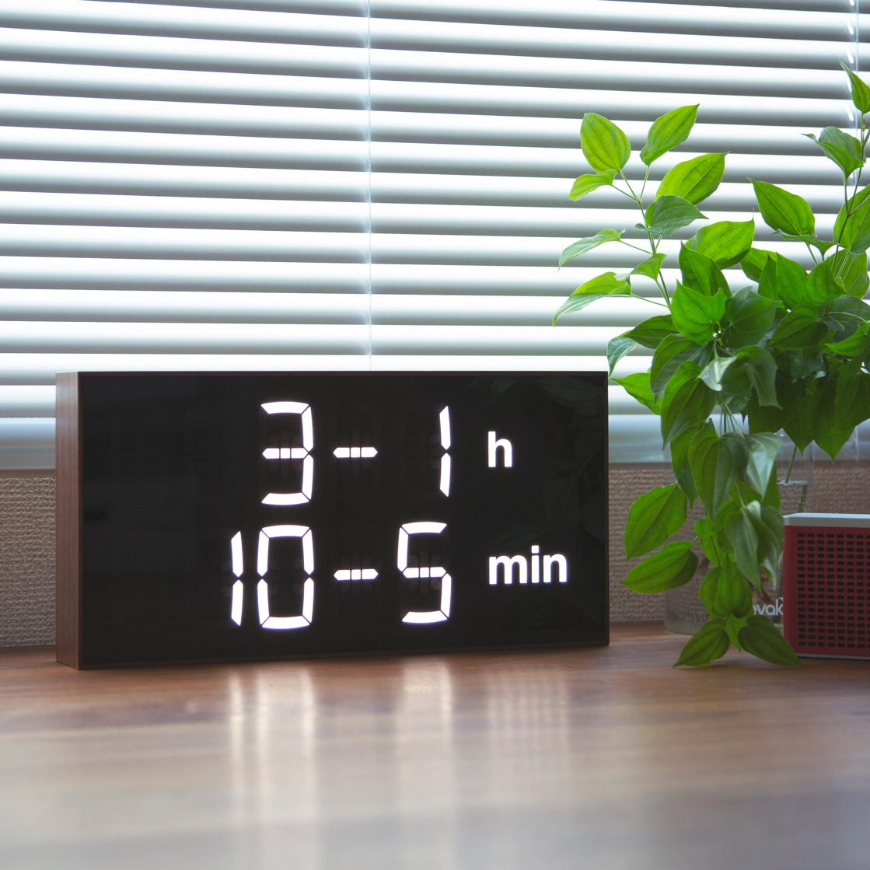 置き・壁掛けのどちらにも対応できる。ゲーム感覚で数式を解いて、時刻を割り出すお洒落なデジタル時計 |Albert Clock