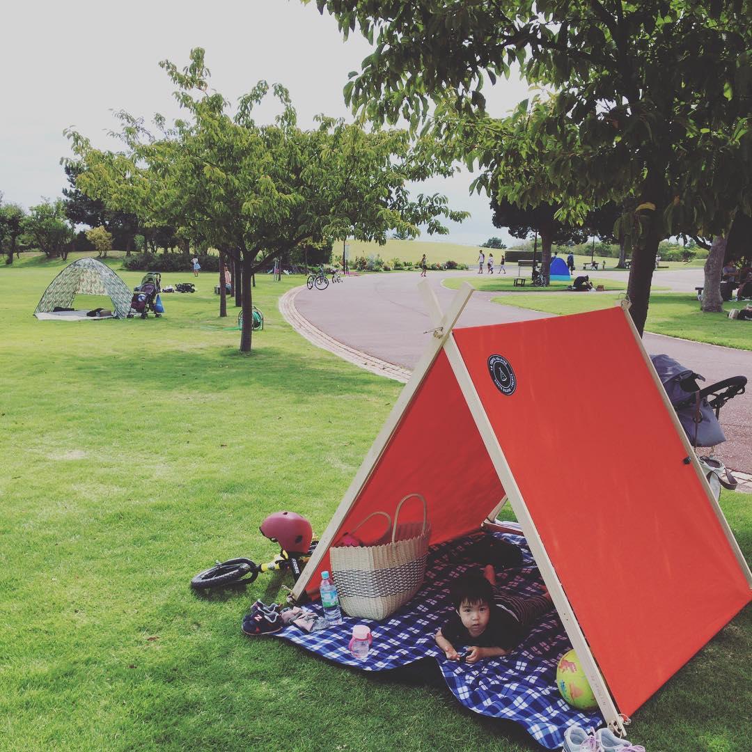 組み立て方は、子どももテントづくりに参加できるくらい簡単。専用道具が要らない、パーツも軽量の「帆布テント」|LA TENTE ISLAISE(ラ・タント・イレーズ)