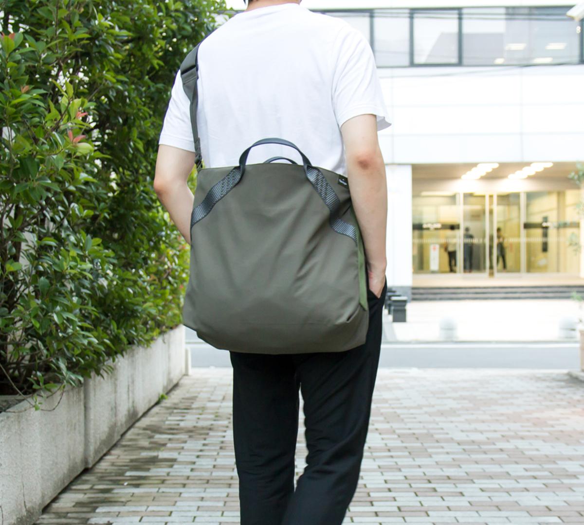 ①長時間背負っても快適!|超軽量、動きを邪魔しない、荷重を分散、ミニマムデザインの2WAYトートバッグ | Topologie