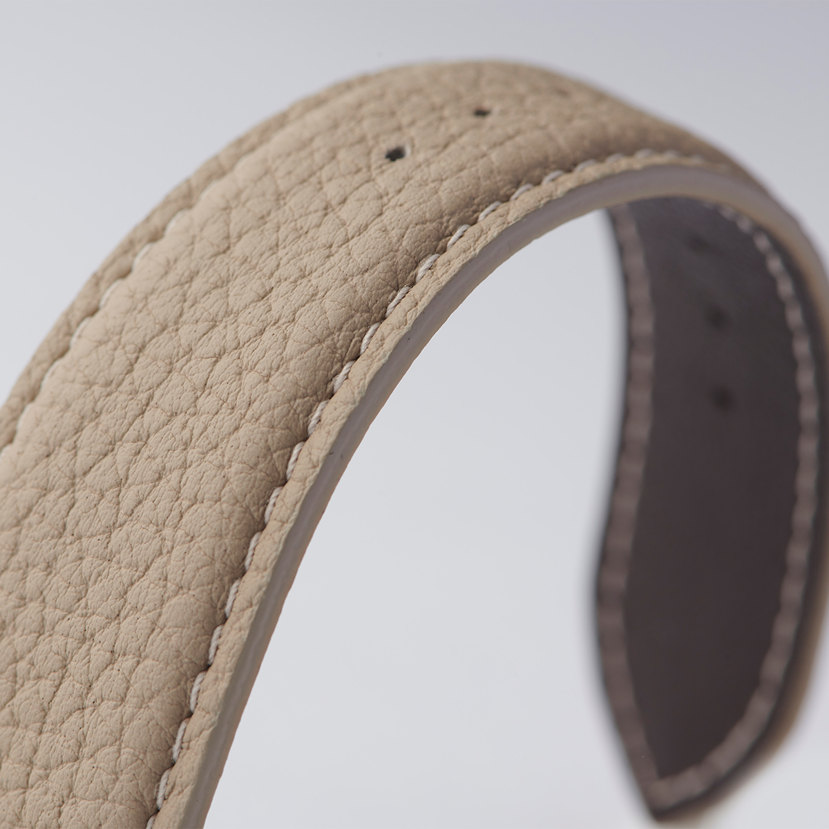 独特の風合いともっちりふっくらとした手触りの『ペリンガー社』のシュランケンカーフを使用した「Apple Watchバンド」|EPONAS(エポナス)