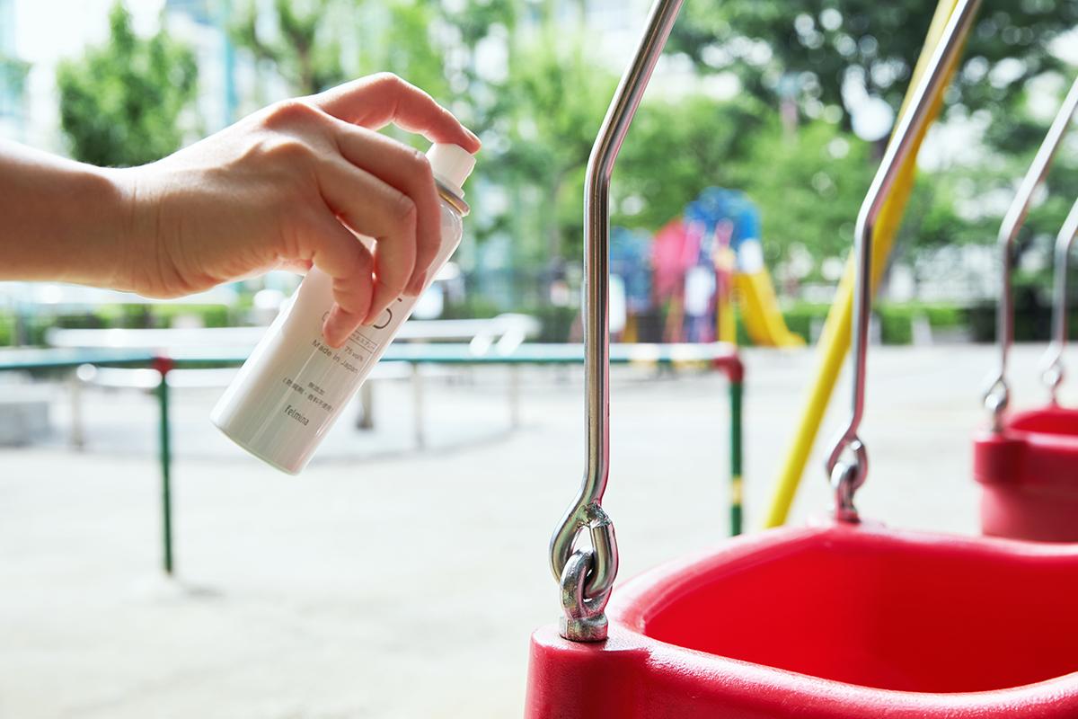 公園の遊具(ブランコなどの手すりに)に|添加物無し、無添加の蒸発しにくいスプレー缶ボトルの携帯用「高濃度アルコール除菌スプレー」|クリニア75