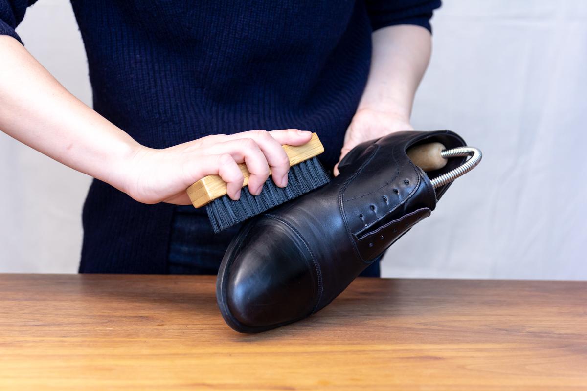 無理しない靴のスキンケア方法(お手入れ方法)2。プレミアム靴クリーム| 三陽山長
