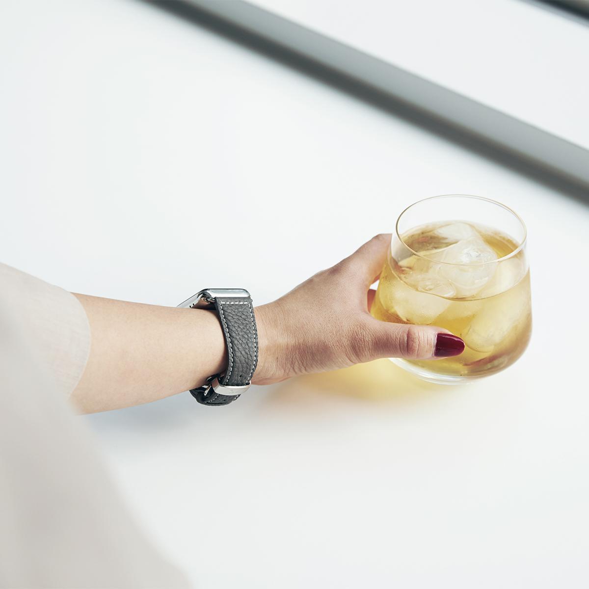 Apple Watchバンドから今日の装いを決めたくなる。大人の正装を引き立てる5色のカーフレザーの「Apple Watchバンド」|EPONAS(エポナス)
