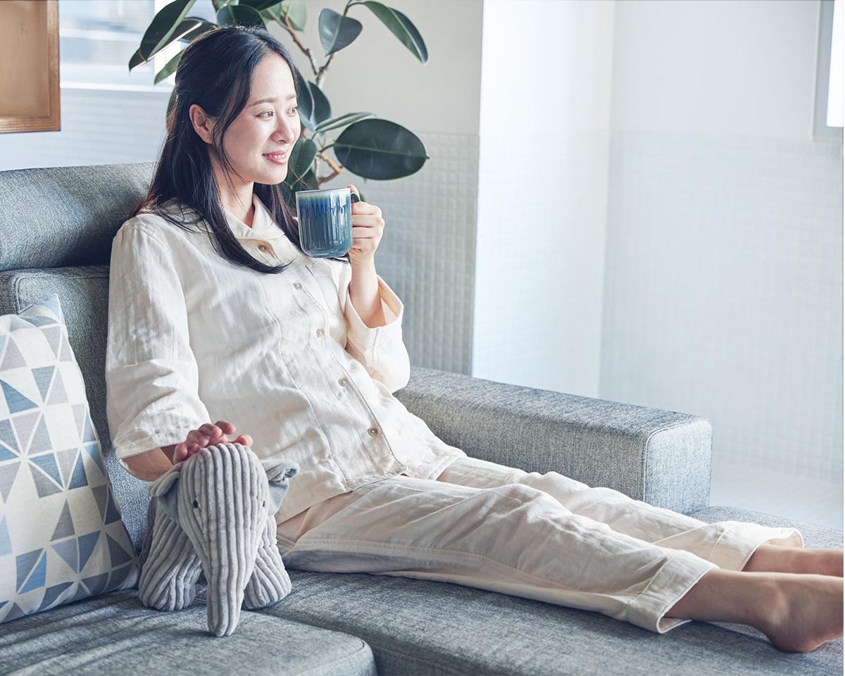 寝つきがよく、熟睡できるサイジング。柔らかいスローガーゼにうっとり、光触媒の作用で汗臭・加齢臭の原因菌を分解するパジャマ|sleepwear relax(スリープウェア リラックス)