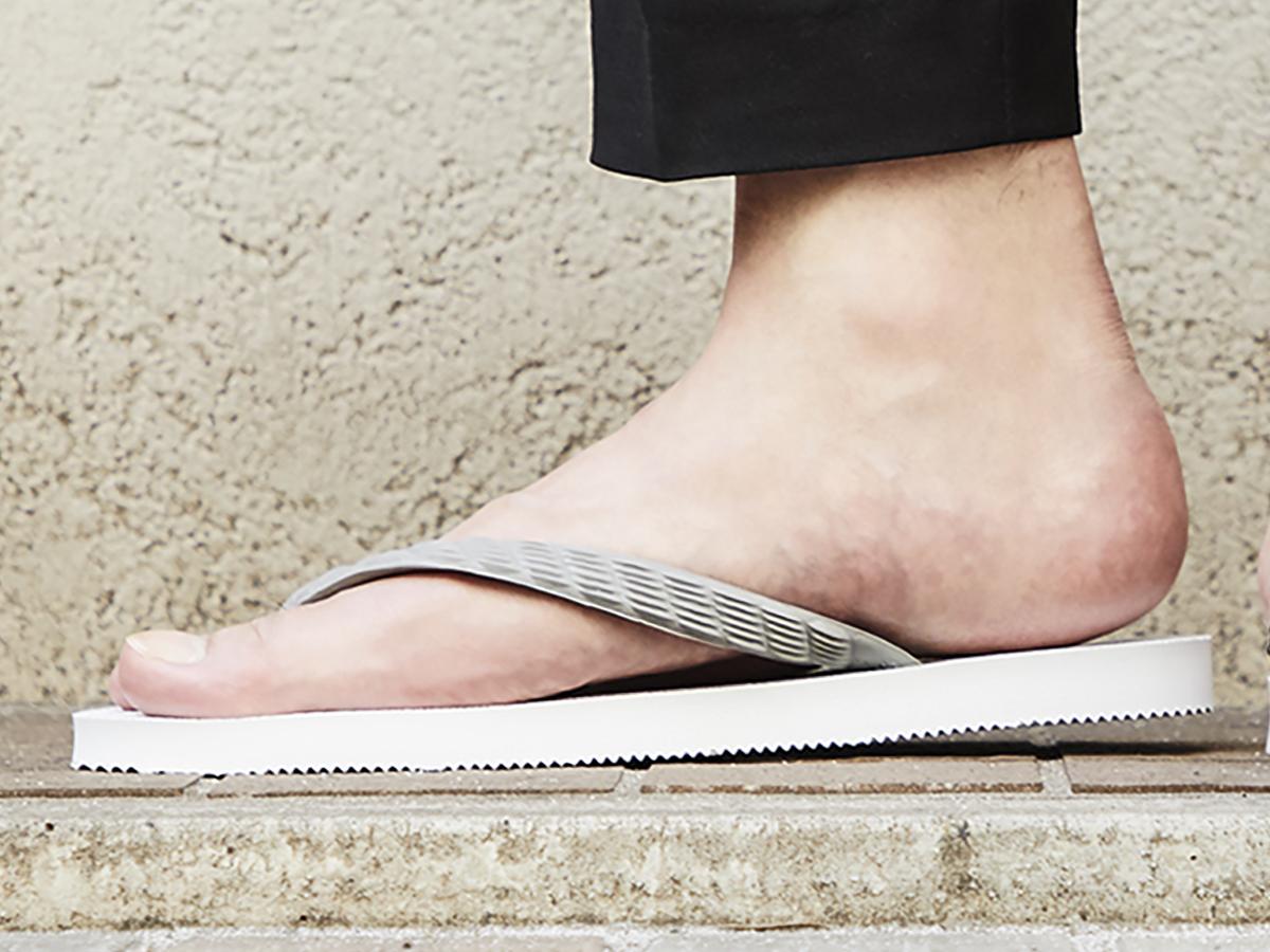 「テーパード型」のソール|日本人の足型に沿った、歩きやすいビーチサンダル|九十九(つくも)サンダル