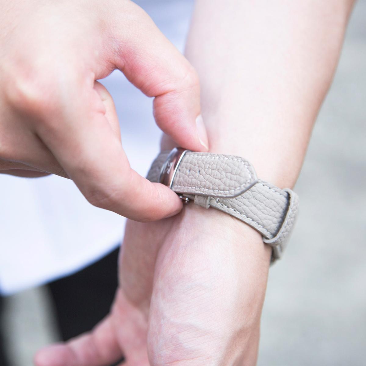 着脱カンタンなDバックル仕様のアクティブな腕元を洗練する「Apple Watchバンド」|EPONAS(エポナス)