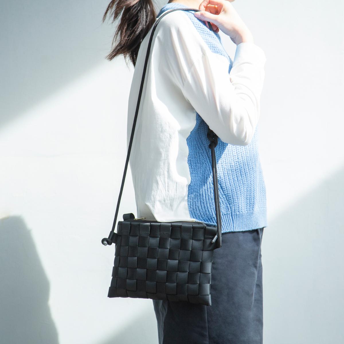 ショルダーバッグ 取り外し可能なポーチinバッグが付属、3通りの使い方ができる「ショルダーバッグ」  PACK