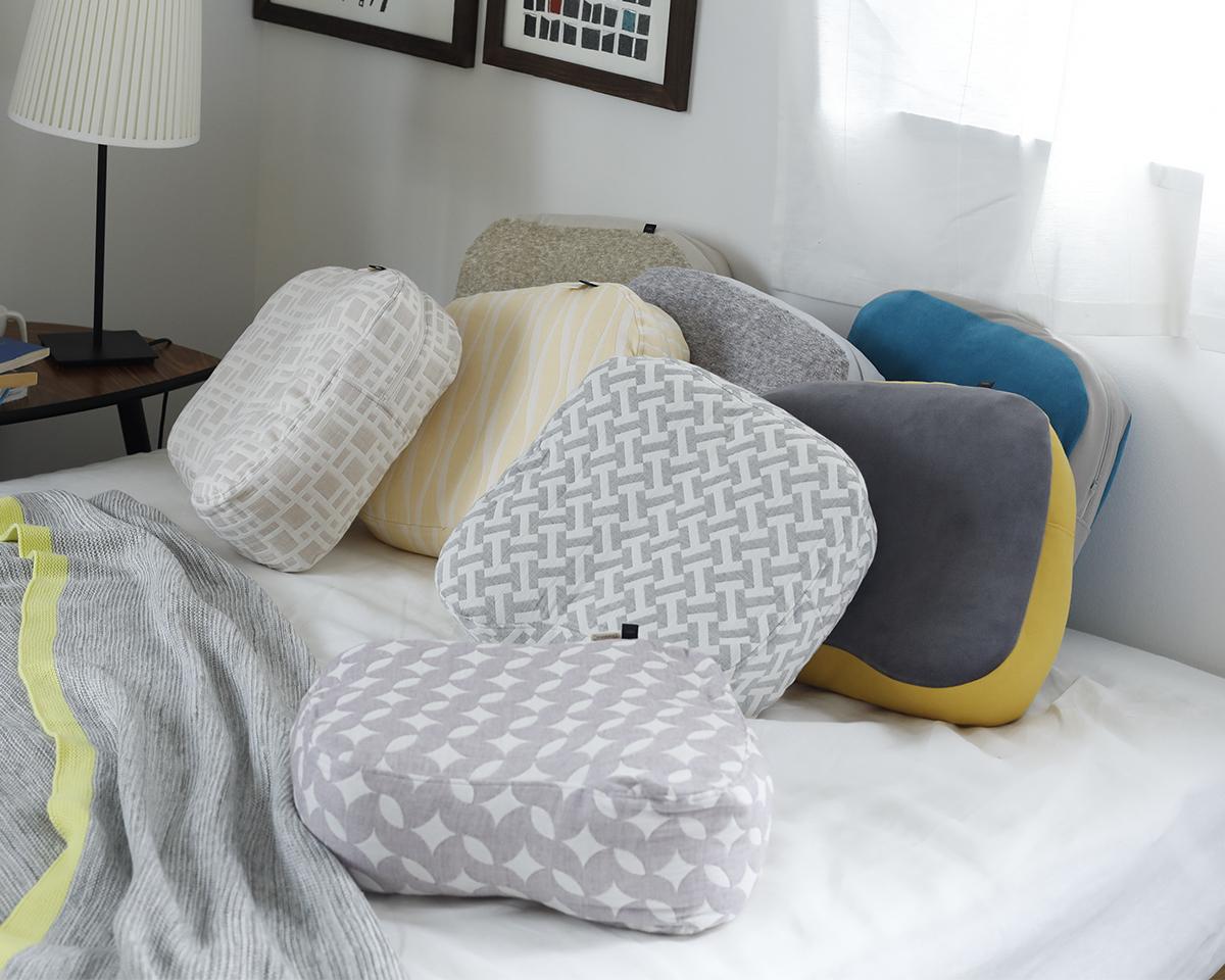 脳のオフタイムを最高に思わせてくれる。横向き寝の姿勢をサポート、スマホや本がラクに読めるまくら・ピロー|HONTO