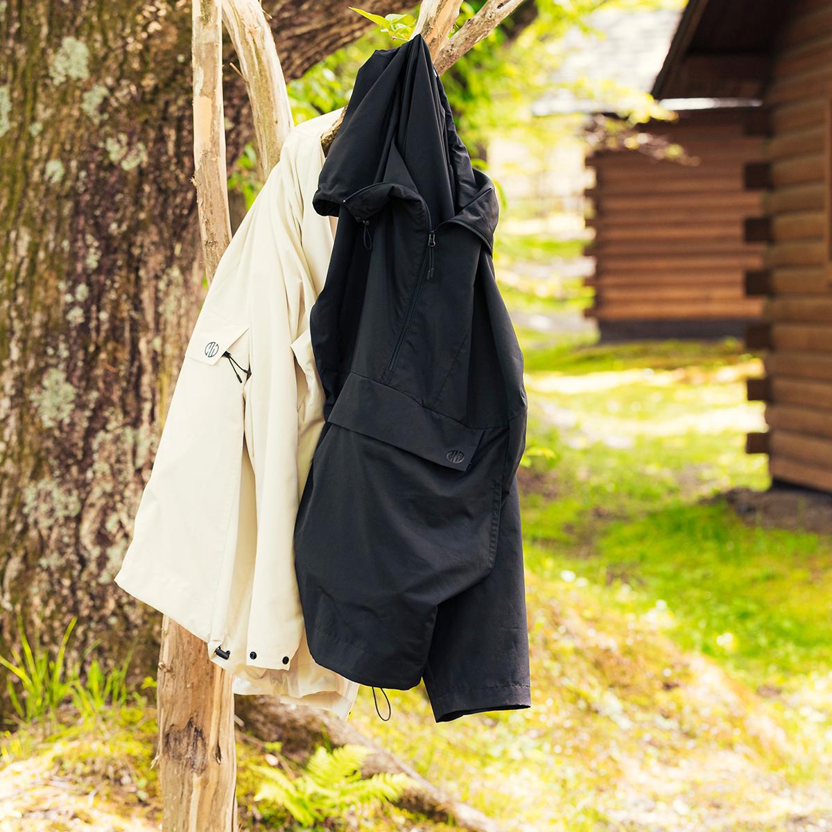 旅先での「あるある」についてとことん向き合い、行き着いた答えが「着られるバッグ」という発想。「バッグ一体型パーカー」| SANYO ENJIN