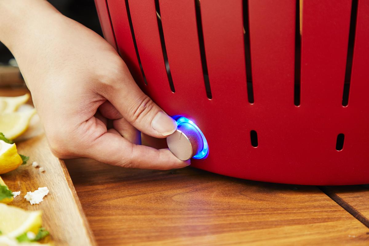 初心者でも簡単に炭への着火・火加減調整ができる火力調整ファン付きの煙が少ないロースター|Lotus Grill