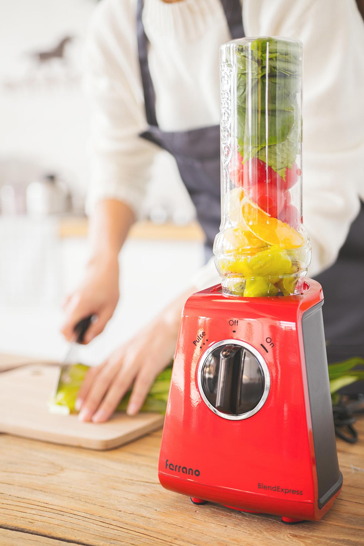 小型でもパワフル、角氷や冷凍野菜も入れてOKのブレンダー|ferrano