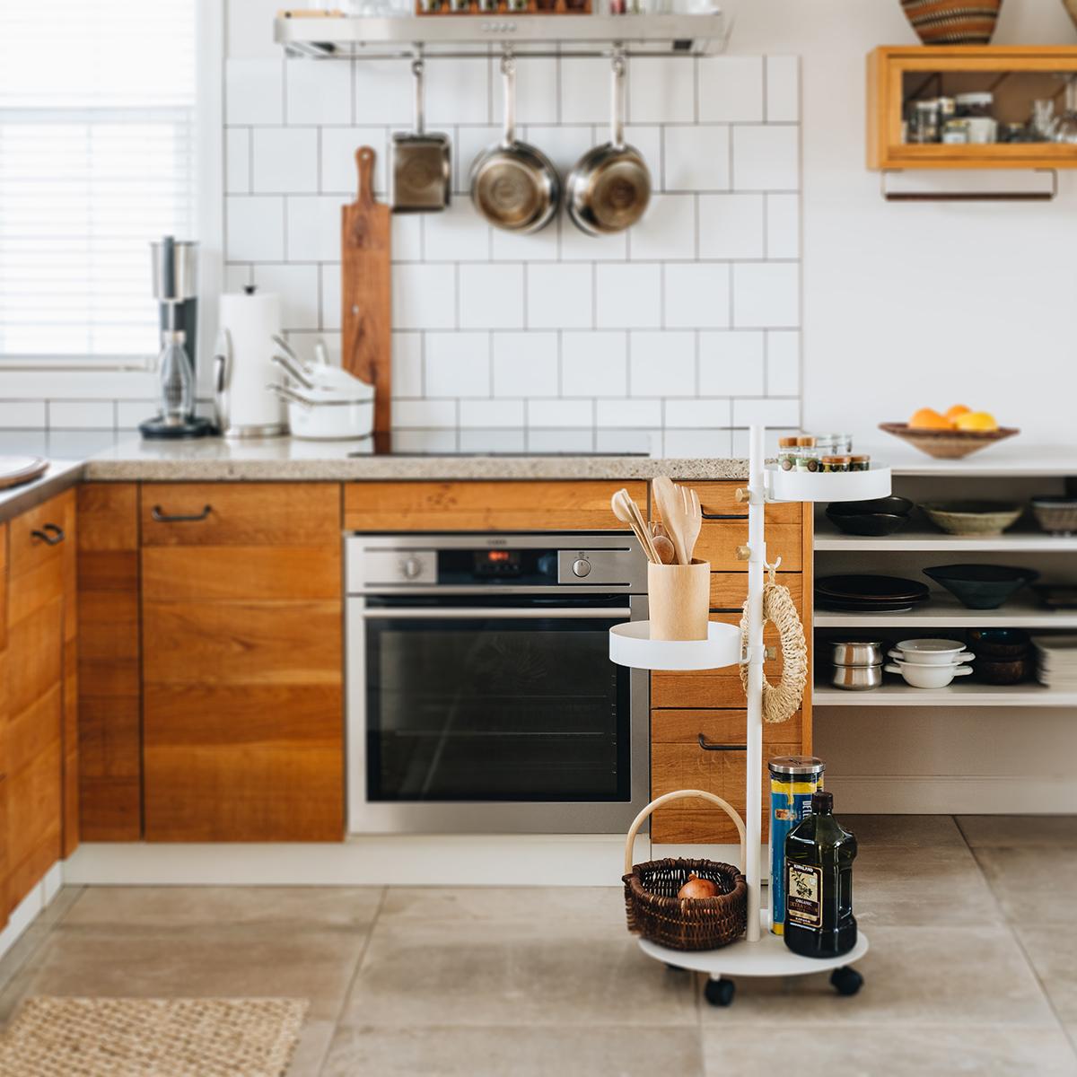収納で仕事も家事も、効率アップ!あなただけの収納場所として、あちこちで活躍してくれます。キャスター台つきポール「Move Rod(ムーブロッド)」|DRAW A LINE(ドローアライン)