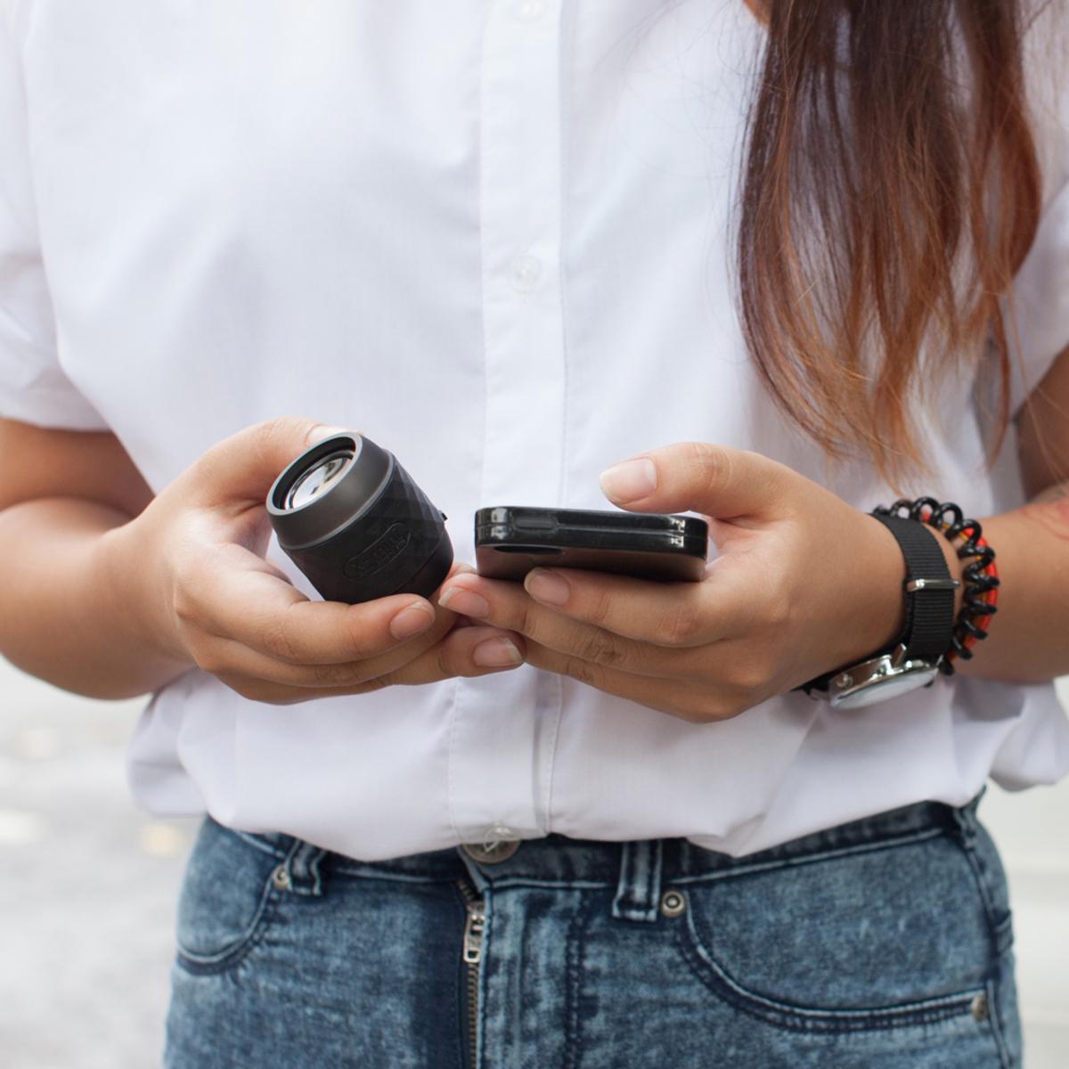 親指サイズの『パワフルスピーカー』|小さくて可愛いのに超実力派 無線スピーカー 待望の最新Bluetooth 対応ウルトラスピーカー X-mini™ WE Gunmetal Black / Bluetooth Ver