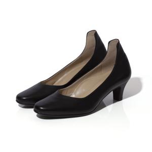 親指に「5度のゆとり」があるから、わ、歩きやすい!脚を美しく魅せるカットラインにこだわったパンプス | 佳歩と靴 LINE 01 / BLACK |