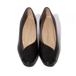 親指に「5度のゆとり」があるから、わ、歩きやすい!脚を美しく魅せるカットラインにこだわったパンプス | 佳歩と靴 LINE 02 / BLACK |
