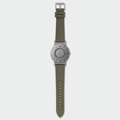 触る時計『EONE』|《CLASSIC CANVAS》汗や水に強いキャンバス素材のバンド、触って時間を知る時計| EONE|OLIVE