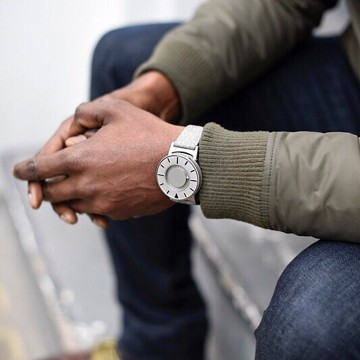 触る時計『EONE』|《CLASSIC CANVAS》汗や水に強いキャンバス素材のバンド、触って時間を知る時計| EONE