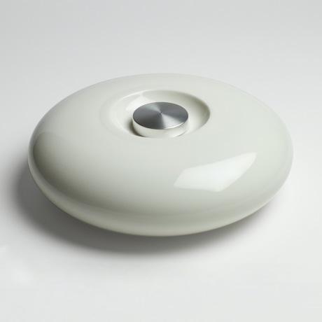 陶器の「湯たんぽ」|足湯のようなじんわり優しい温かさ。あなたの頭寒足熱を支える「陶器」でできた魔法の湯たんぽ | Yutanpo by Masahiro Minami|WHITE