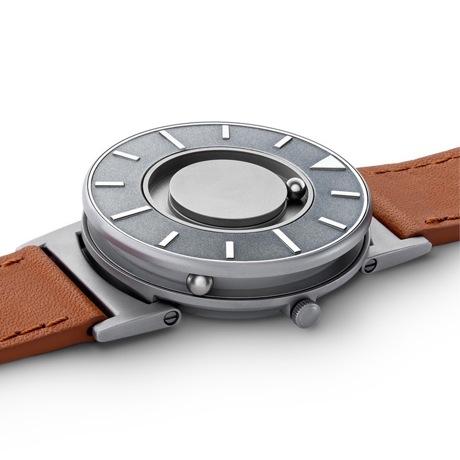 触る時計『EONE』|《VOYAGER》品性と知性を醸し出すイタリア製本革バンド、触って時間を知る時計| EONE|