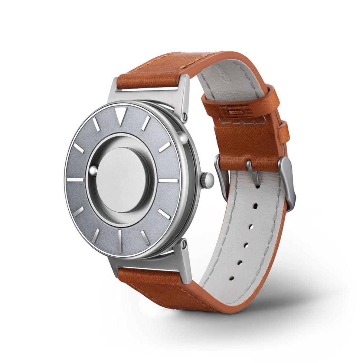 触る時計『EONE』|《VOYAGER》品性と知性を醸し出すイタリア製本革バンド、触って時間を知る時計| EONE