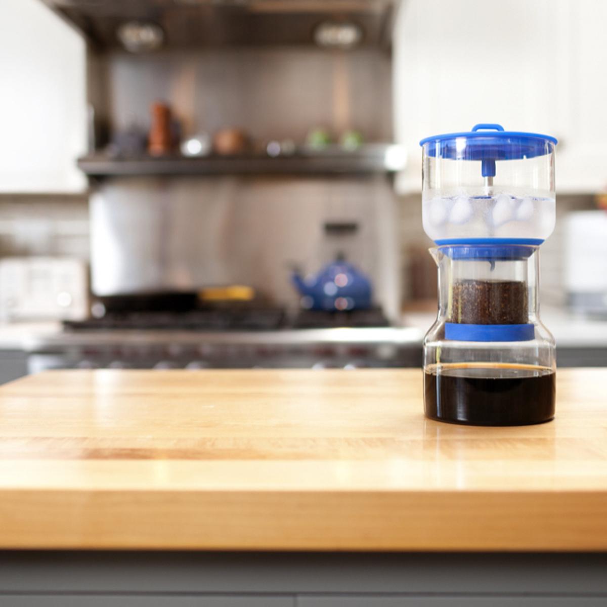 いつでも自宅で、喫茶店の美味しいアイス珈琲|「京都式」とも呼ばれるスロードリップ式 - 喫茶店の美味しいアイス珈琲をいつもご自宅の冷蔵庫に | コールドブリューコーヒー BRUER(ブルーアー)